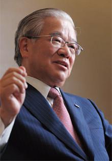 <strong>奥 正之</strong>●おく・まさゆき1944年、長野県生まれ。68年京都大学法学部卒業、住友銀行入行。91年シカゴ支店長、92年国際業務部長、94年取締役、98年常務。2001年三井住友銀行発足により同行専務。05年頭取。08年よりパナソニック取締役も務める。