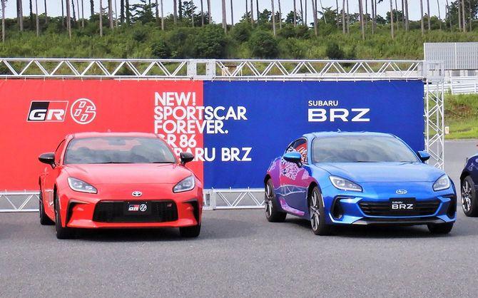 トヨタ「GR86」(左)とスバル「BRZ」(右)
