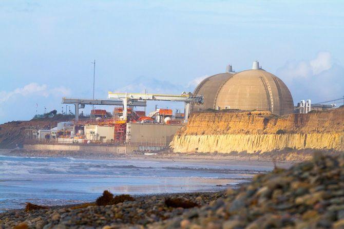 2013年に運転停止し、2014年から廃炉作業が行われている米カリフォルニア州のサンオノフレ原子力発電所。