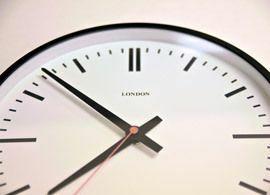 なぜ時間は長く感じたり短く感じたりするか?