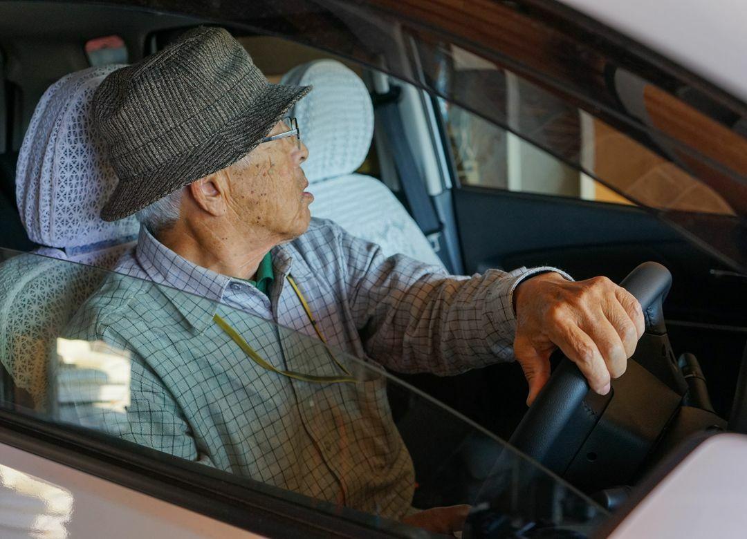 都会の老人は運転免許証を返納しなさい タクシー運賃10%割引になることも