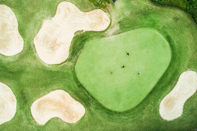 晴れた日にゴルフ場