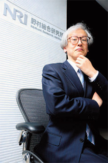 <strong>藤沼彰久</strong>●ふじぬま・あきひさ 1950年、東京都生まれ。74年東京工業大学大学院制御工学科修士課程修了。同年、野村コンピュータシステム(現野村総合研究所)入社。94年取締役情報技術本部副本部長などを経て、2002年社長に就任。10年より会長。