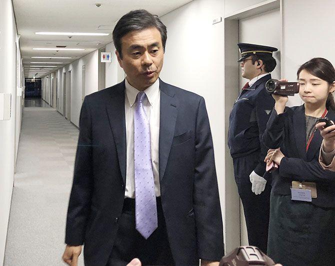 安倍首相が「逃げの答弁」をつづ...