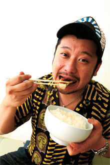 <strong>ケンドーコバヤシ</strong>●1972年、大阪府生まれ。愛称「ケンコバ」。「アメトーーク」(テレビ朝日系)に「餃子の王将芸人」としてゲスト出演した。王将を愛してやまず、「山手線全駅、王将2店舗計画」を提唱中。