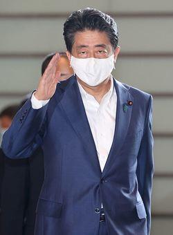 首相官邸に入る安倍晋三首相=2020年9月4日、東京永田町