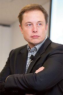 <strong>イーロン・マスク 会長兼CEO</strong>●1971年、南アフリカ生まれ。95年スタンフォード大学大学院で学ぶ。PayPalの創業者で、売却利益でテスラモーターズに出資し、08年から現職。