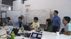 AfriMedicoのプロジェクトに参加中の竹田さん(右から3人目)(写真=本人提供)