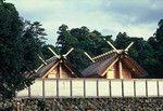 伊勢神宮。内宮御正殿を西側から。©神社本庁