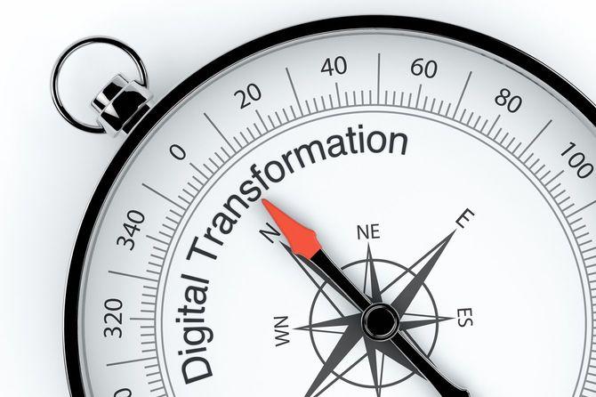 デジタルトランスフォーメーションを指すコンパスの矢印
