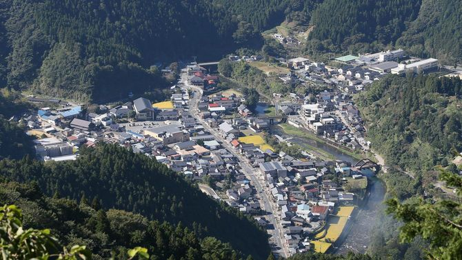清流四万十川の源流域にある高知県梼原町。人口約4000人の町では自然と人が寄り添いながら生活している=2015年10月7日、高知県梼原町