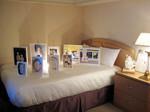ホテルの客室を会場にしたアートフェア<br> アラタニウラノ2008年度展示風景(作品:小西紀之)<br> ©Art@Agnes
