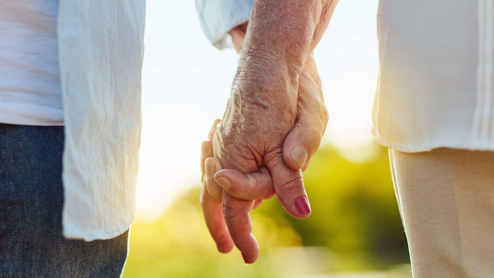 「入籍婚」を目指さない結婚相談所のシニア対応 「一番多いのは、ご家族の反対」