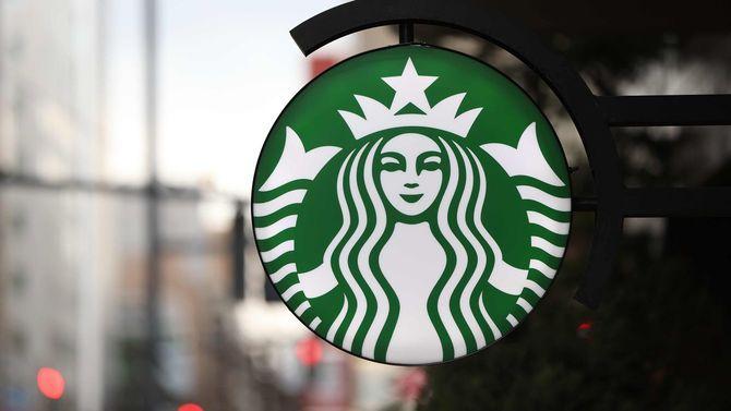 スターバックスコーヒーの看板=2020年3月17日、札幌市中央区