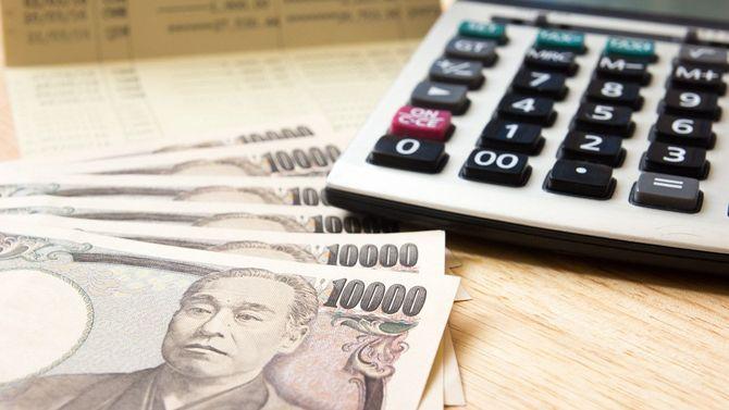 通帳と日本円と電卓