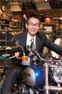 <strong>福森豊樹</strong>●1963年、大阪府生まれ。86年京都大学法学部卒業後、伊藤忠商事入社。主に中近東、アフリカ地域への自動車輸出ビジネスに従事。2000年ハーレーダビッドソン ジャパン入社。販売拡張部、社長室を経て、07年ゼネラルマネージャー。09年より同社社長。