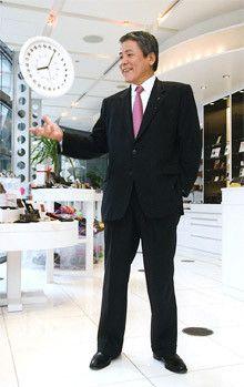 <strong>JT社長 木村宏<br></strong>1953年、山口県生まれ。<br>76年京都大学法学部卒業、同年日本専売公社(現・日本たばこ産業〈JT〉)入社。<br>99年経営企画部長、同年5月JT インターナショナル社副社長、同年6月JT取締役も兼務。<br>2001年JT取締役を退任し、JTインターナショナル社副社長に専任。05年JT取締役を兼務。<br>06年6月から現職。