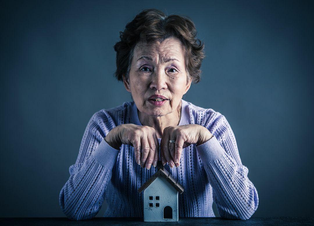 銀行が年金頼みの高齢者に金を貸す事情  年金収入=安定収入で貸し出す