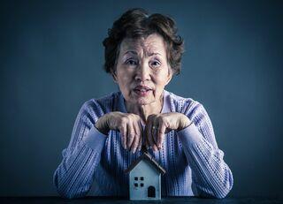 銀行が年金頼みの高齢者に金を貸す事情