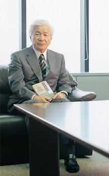 <strong>神戸製鋼所社長・工学博士 佐藤廣士</strong>●1945年、大分県生まれ。70年、九州大学大学院修士課程冶金学専攻修了。同年神戸製鋼所に入社。技術開発本部材料研究所長、技術開発本部開発企画部長を経て96年取締役、2003年専務、04年副社長、09年4月より現職。趣味 ゴルフ、スポーツ観戦(ラグビー、野球)