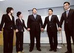 手をつなぎながらのコミュニケーションは自分の気持ちを100%伝えることができる、と稲川社長。