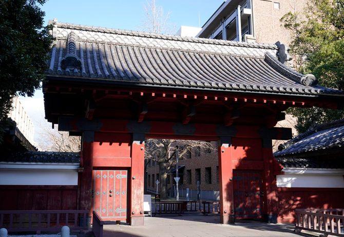 赤門(東京都文京区の東大・本郷キャンパス)=2020年2月27日
