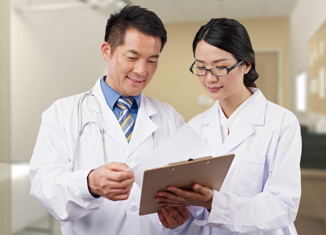 女医が診ると患者は「長生き」する理由 女は話をよく聞き、慎重に判断する