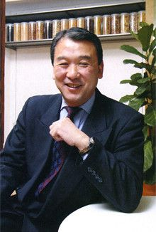 <strong>「7時で終わりと決めてしまえば、終わるように段取りをする」</strong><br>自らも率先して残業ゼロを遂行している松井社長。しまむらやキヤノンの取り組みを参考にしたのだという。