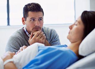 「家族の病気や介護」は会社に隠すべきか