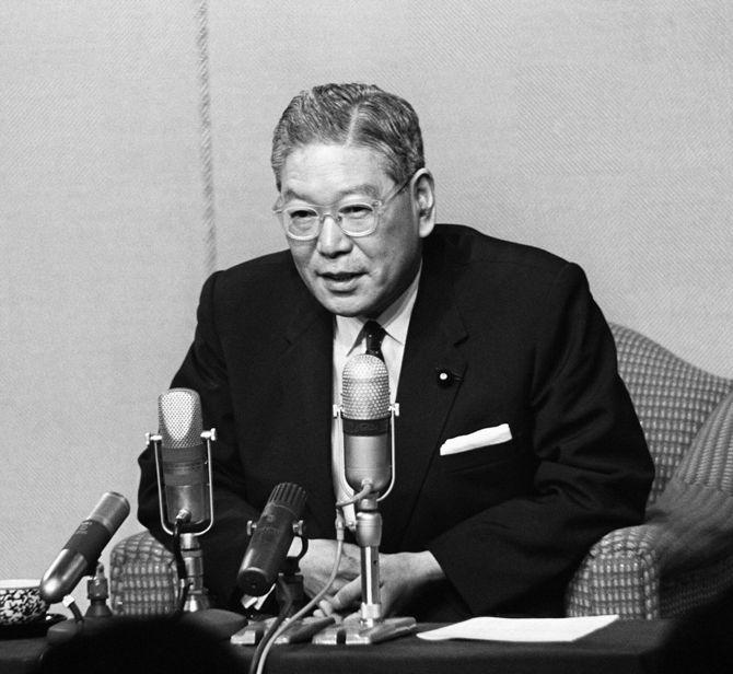 1964年6月30日、自民党総裁選挙に出馬表明し、3選を目指す池田勇人首相(東京・首相官邸)
