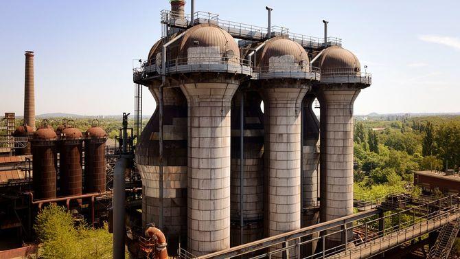 廃墟となった高炉の一部、ドイツ・デュイスブルグ。