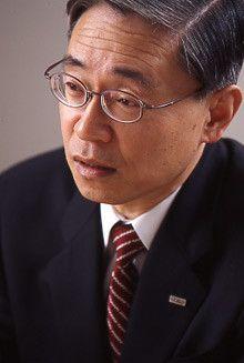 <strong>みずほフィナンシャルグループ社長前田晃伸</strong><br>1945年生まれ。68年東京大学法学部卒業、同年富士銀行(現みずほフィナンシャルグループ)入行。2001年富士銀行副頭取。02年みずほホールディングス社長に就任。03年から現職。