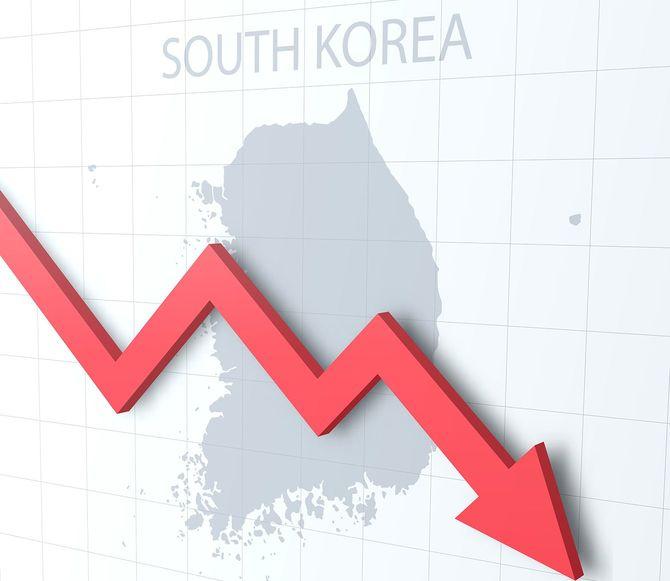 背景に韓国の地図と赤い矢印を落ちる