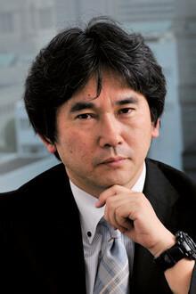 まやま・じん●1962年、大阪府生まれ。同志社大学法学部政治学科卒業。新聞記者、フリーライターを経て、2004年、企業買収をめぐる熱き人間ドラマ『ハゲタカ』でデビュー。07年にNHK土曜ドラマ「ハゲタカ」が放映され、大きな反響を呼ぶ。