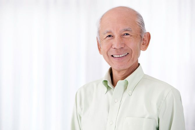 幸せなシニア日本のお年寄り