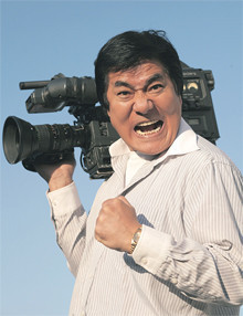 """お金がないときは妄想しましょう。それが再起の原動力になる!<br> <strong>AV監督 村西とおる</strong>●1948年、福島県生まれ。高校卒業後に上京、百科事典セールス、裏本販売チェーン経営など幾多の職歴を経てアダルトビデオ界の""""帝王""""として君臨。"""