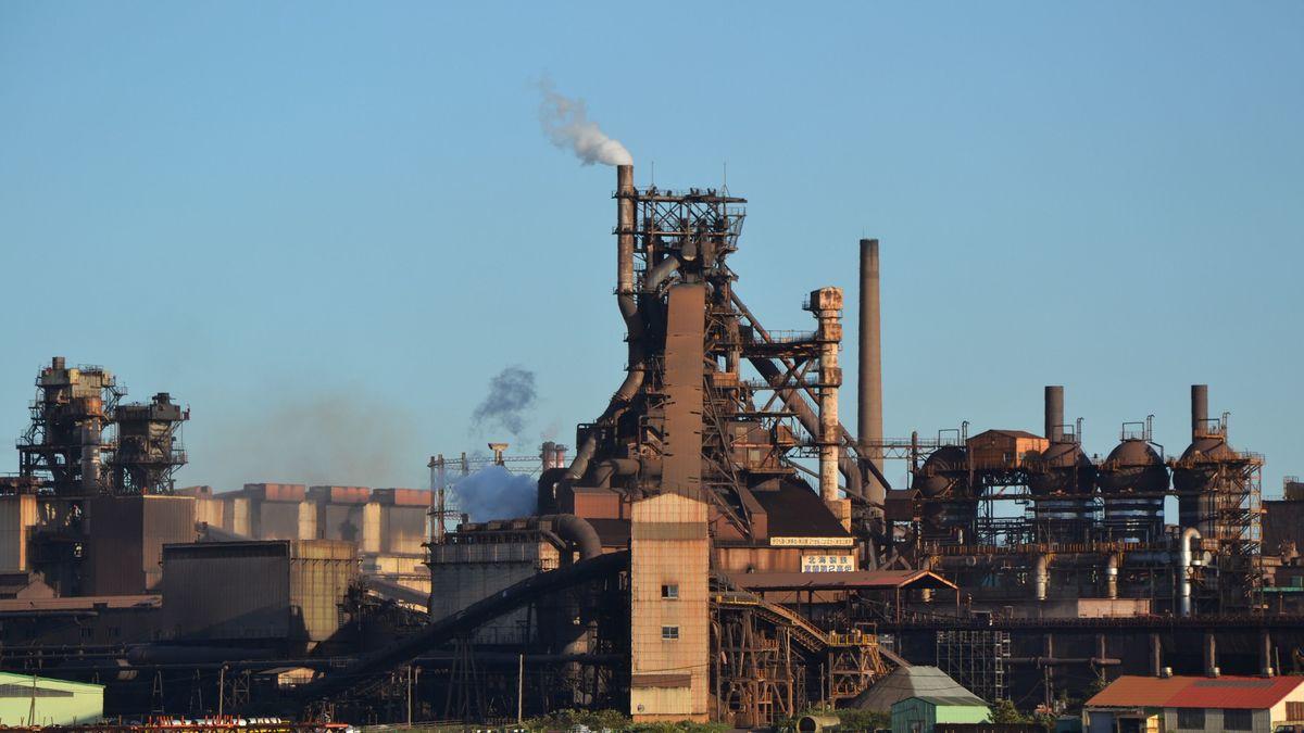 """「寝耳に水だ」菅政権の""""脱炭素宣言""""で鉄鋼業界が熱望する唯一の解決策 – 当面は電炉技術の向上を目指すが…"""