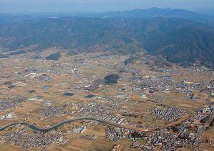 奈良県桜井市の纒向遺跡。発掘調査が進むにつれ、卑弥呼時代の大型建物の遺構や遺物が次々と発見された。