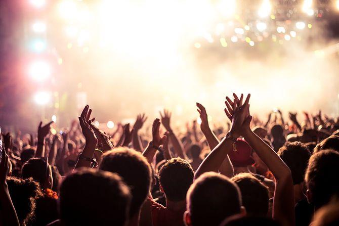 熱狂的な群衆