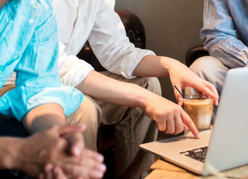 なぜ、初対面より友人知人との話がまとまりやすいか