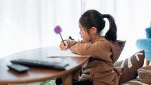 コロナ一斉休校で「ママが大変」という構図になる日本社会の病とは