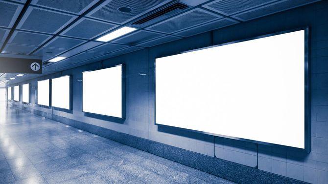地下通路の商業看板