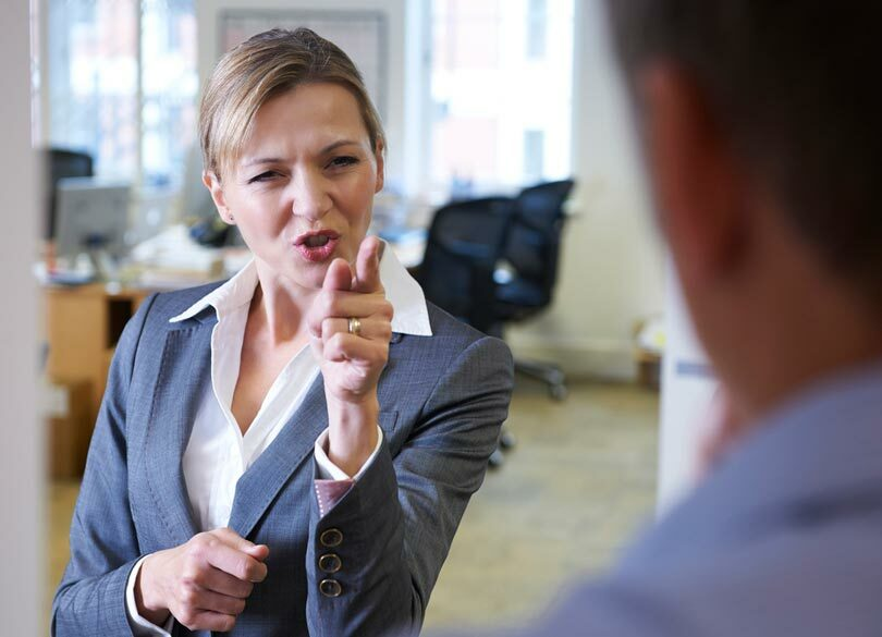 職場でSNSに興じる後輩を懲らしめる一言 「それってウチの会社の仕事?」