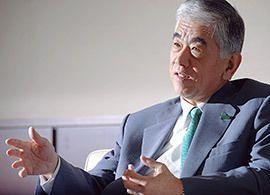 東レ社長-日米双方で戒めた「過也必文」