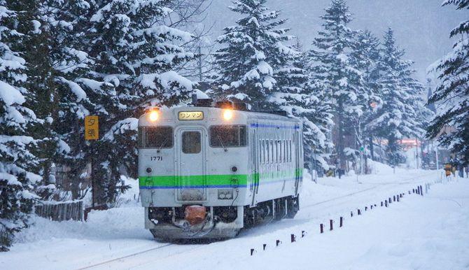 夕張駅から出発したローカル列車