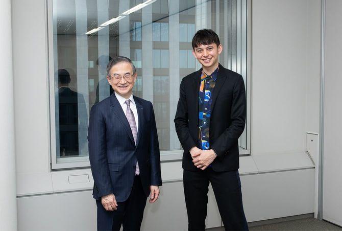 イーオン社長の三宅義和氏(左)とハリー杉山氏