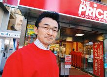 <strong>渡辺泰充</strong>●イトーヨーカ堂売場開発第二プロジェクト・プロジェクトリーダー。1959年、大阪府生まれ。近畿大学時代にジャスコで始めたアルバイトで小売りの面白さに目覚める。81年イトーヨーカ堂入社。初めてマネジャーを務めたのがこの西新井店だった。その後北京店店長、ららぽーと横浜店店長等を経て、今回の「ザ・プライス」プロジェクトリーダーに任命される。