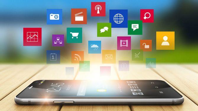 スマートフォンとメディア、SNSネットワークの概念