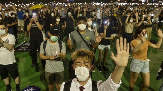2020年6月4日夜、香港島中心部の公園で敢行された天安門事件31年の追悼集会