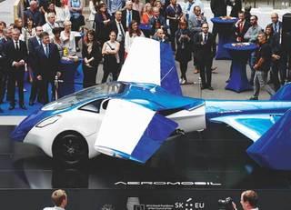 「空飛ぶ車」実用化。普及するのか?